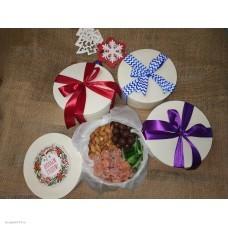 Набор подарочный в коробке с орехами и цукатами